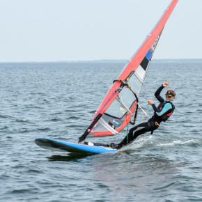 Ingrid Puusta ületab Läänemere surfates