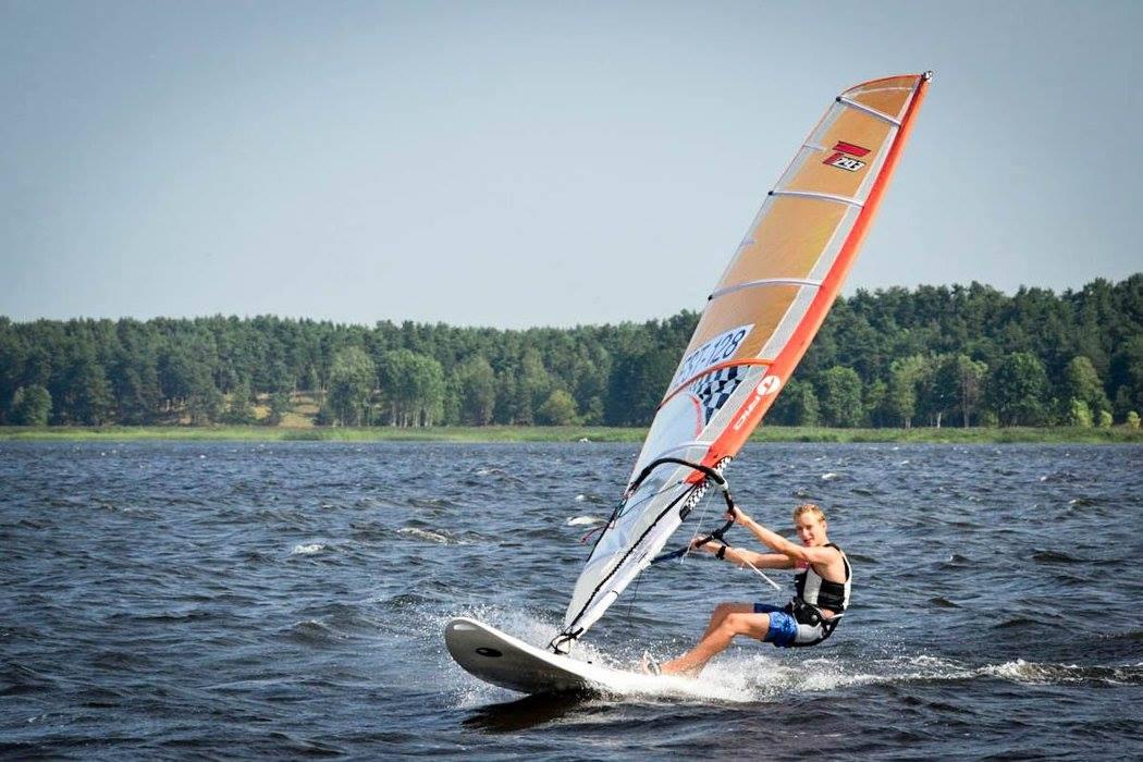 33f12c47dc8 Noored purjelaudurid külastasid Läti purjetamise meistrivõistlusi ...