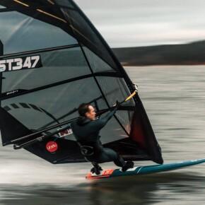 2020 Eesti meistrid purjelaua kiirussõidus on Tristen Erik Kivi ja Annika Valkna